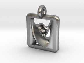 moebius overdrive pendant in Natural Silver