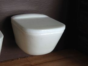 1:12 Toilet with lid, wall-hung in White Processed Versatile Plastic
