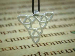 Triquetta Pendant 3 in Polished Silver