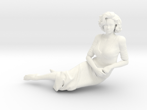 Lady sitting-007 scale 1/24 Passed in White Processed Versatile Plastic