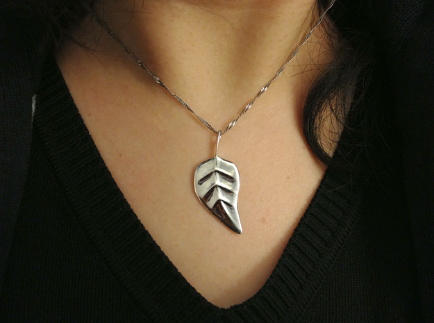 leaf pendant 3d printed Excellent surface finish