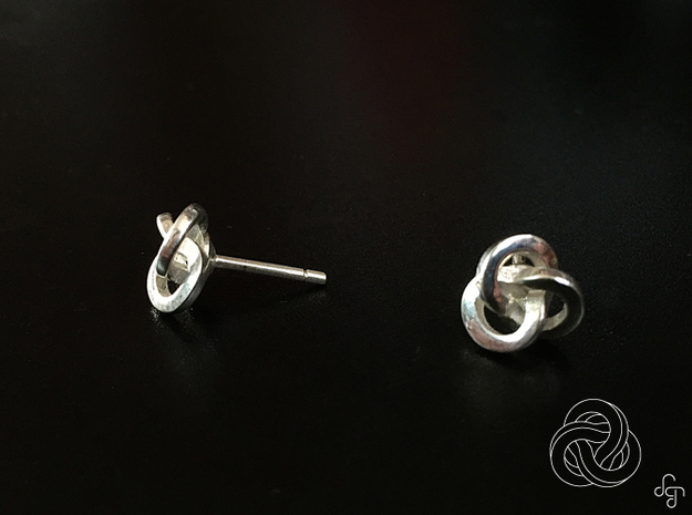 Trefoil Earrings 3d printed Front and Side [Polished Silver]