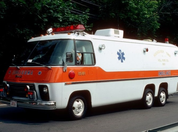 1/87 Scale 1975 Big Ambulance in Smooth Fine Detail Plastic