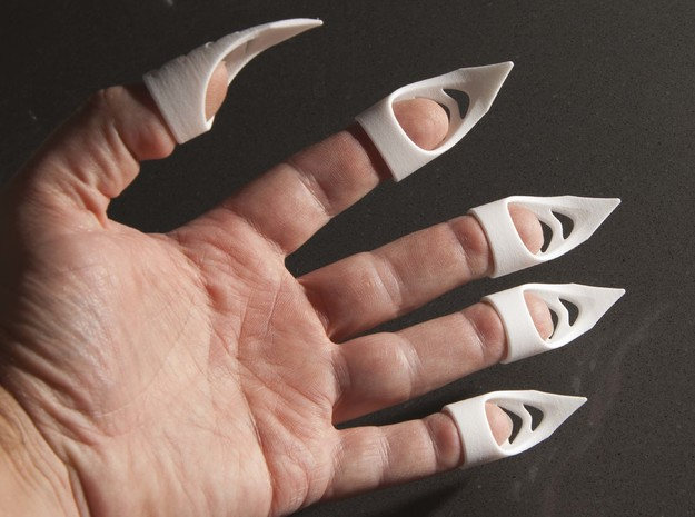 Cat's claw - width 16 mm in White Strong & Flexible