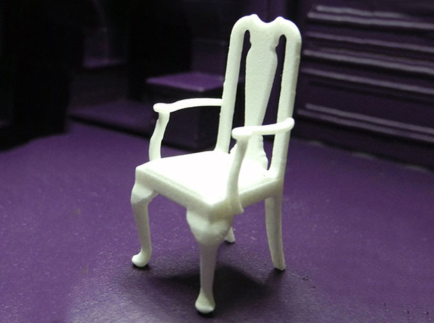1:24 Queen Anne Chair with Arms in White Natural Versatile Plastic