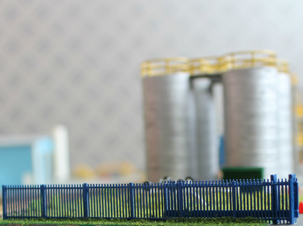 N Scale Modern Fence Set in Smooth Fine Detail Plastic