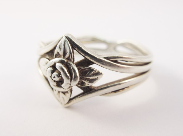 Romantic Rose ring with leaves