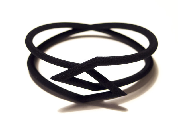 Interlocking Triangles Bracelet in Black Natural Versatile Plastic