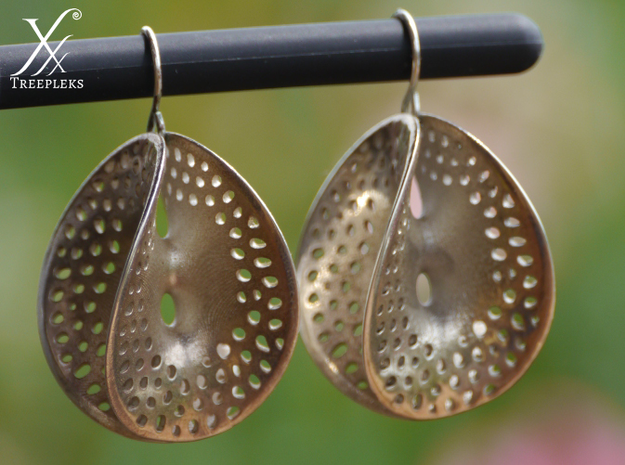 Small Perforated Chen-Gackstatter Thayer Earring 3d printed Silver printed version.