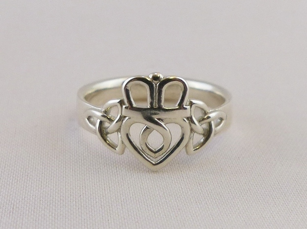 Triquetra Claddagh Ring in Polished Silver: 7.5 / 55.5