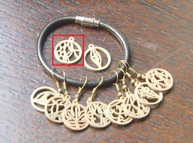 Voronoi Teak Leaf Charm in Polished Bronze