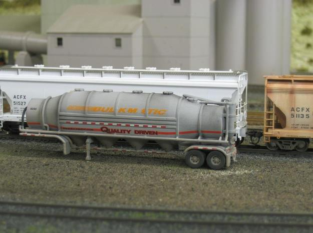HO 1/87 Dry Bulk Trailer 10b - Heil 1625V Superflo 3d printed Painted in Bulkmatic colours & weathered.