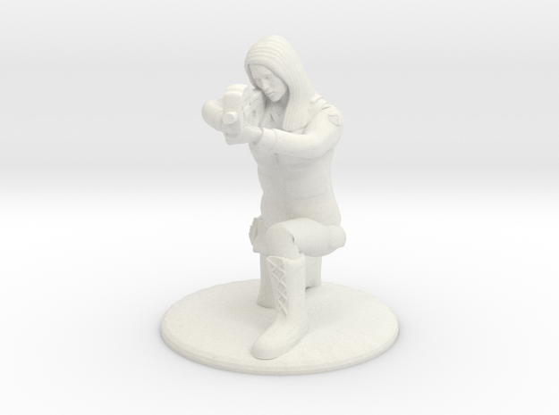SG Female Soldier Crouched 35 mm new in White Natural Versatile Plastic