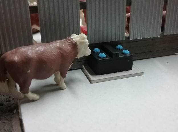 1/64 4 Ball Cattle Waterer in White Processed Versatile Plastic: 1:64 - S