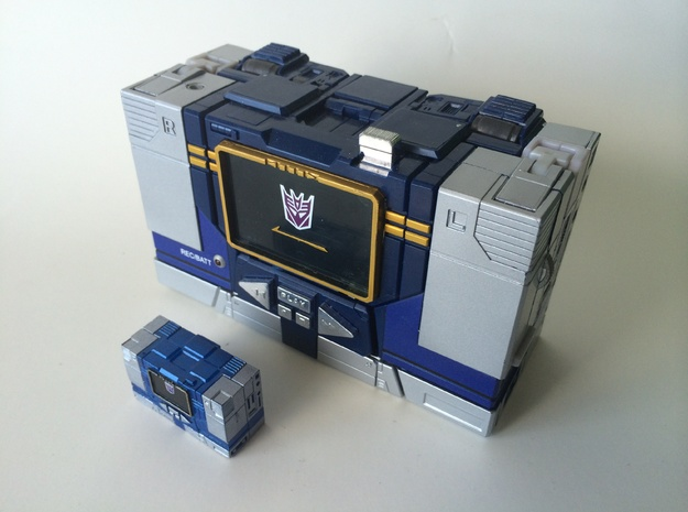 MP MICRO SOUNDWAVE 3d printed HAND PAINTED AND NEXT TO THE MP SOUNDWAVE