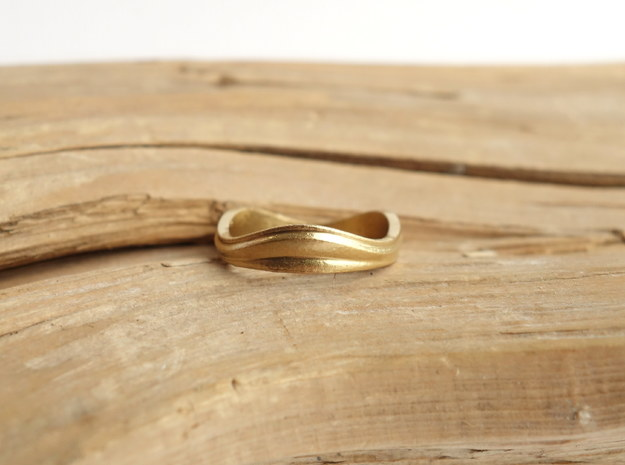 Ebb and Flow Band No.7 - Pinch me, size 7 in Natural Brass