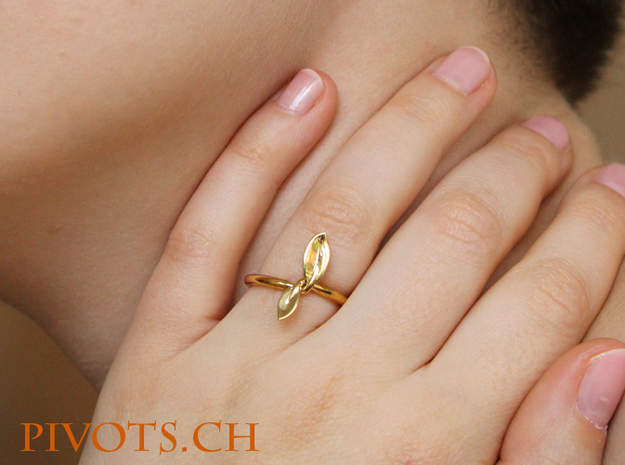 Leaf Ring in Polished Brass