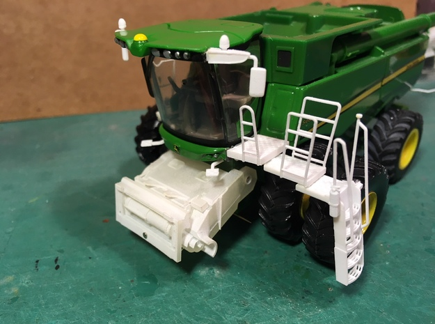 (1) GREEN 2008 AND LATER FEEDERHOUSE in Smooth Fine Detail Plastic