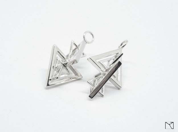 Earing in Polished Silver