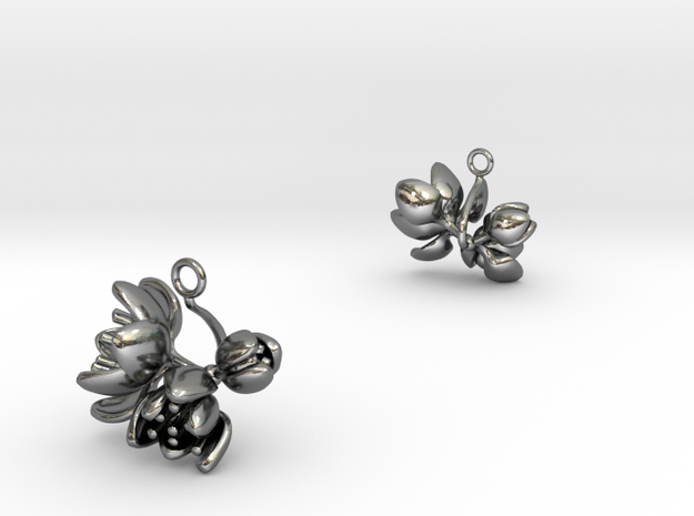 Tulip earring with three small flowers in Polished Silver