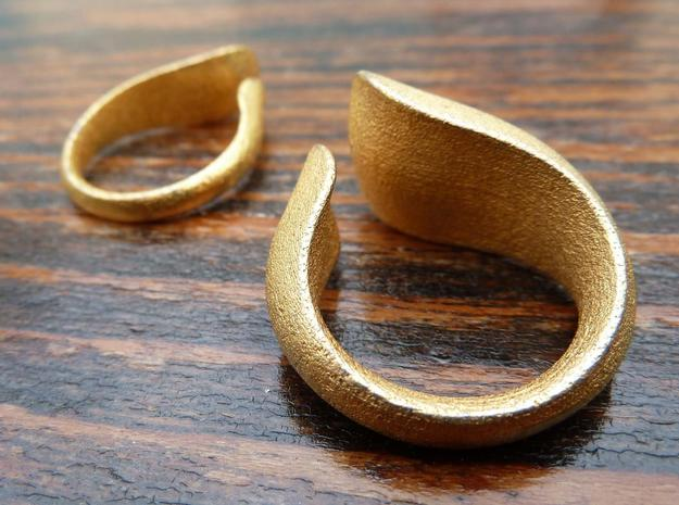 Tactile Bold Flame - Size 7 in Polished Gold Steel