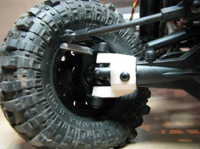 c-hub mounted with high-clearance knuckle and xr10-universals