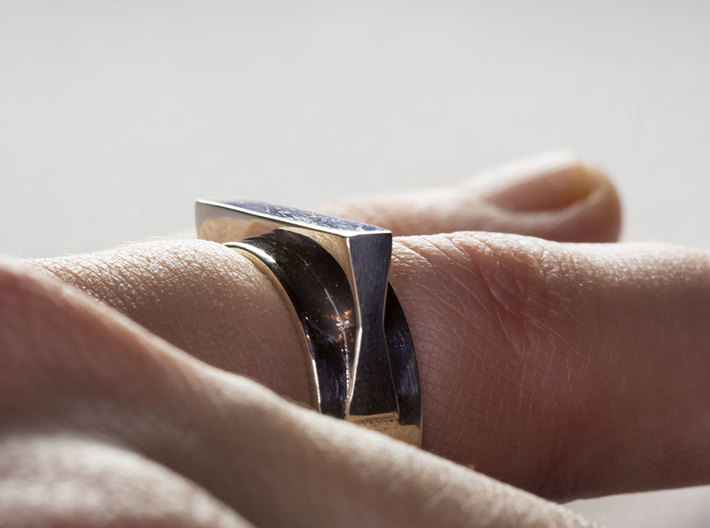 JetSet Shape Ring 3d printed The JetSet Shape Ring in Polished SIlver