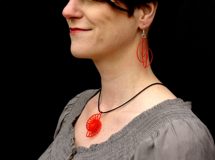 Quark Pendant - Wheely (1uU7fa) 3d printed Shown together with Spiral earrings