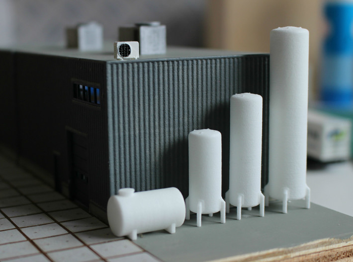 N scale 10 vertical tanks 3d printed This set contains the 3 tanks on the right.