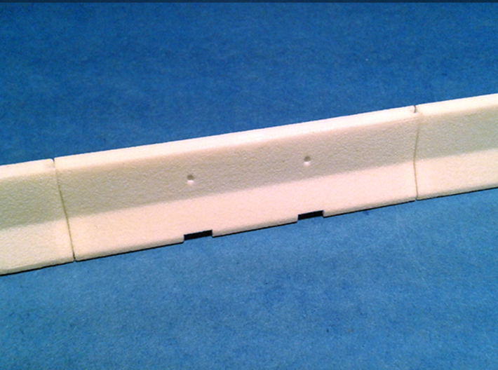 1/50 Jersey Barrier (10 ft/3m) [3 Pack] 3d printed Photo shows the interlocking of the barriers.