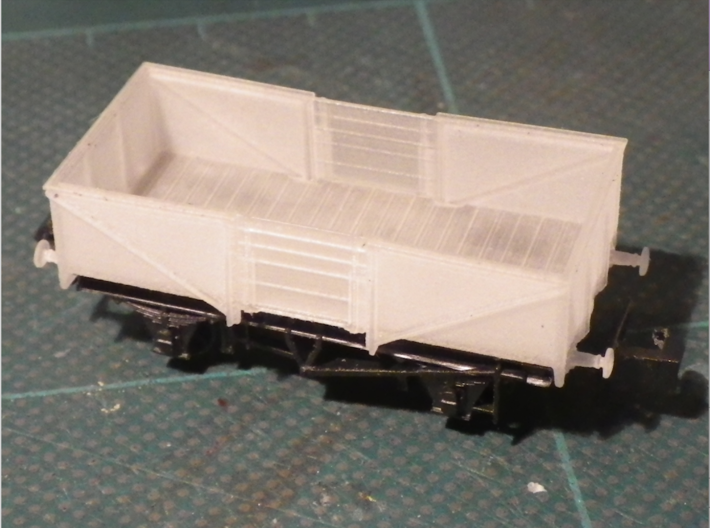 GWR O30 Steel High Open - Body Only 3d printed Fitted to the chassis. Plank lines only show through the door until it is painted.