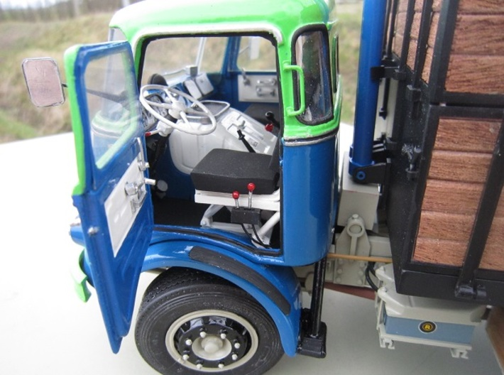 DAF2-JZ-1to24 3d printed Cab converted to have opening doors. With full trimming and working tipper controls ....?