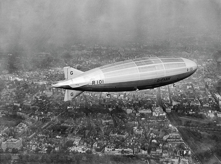 R101 1/1250th scale With Stand 3d printed R101 First test flight over London