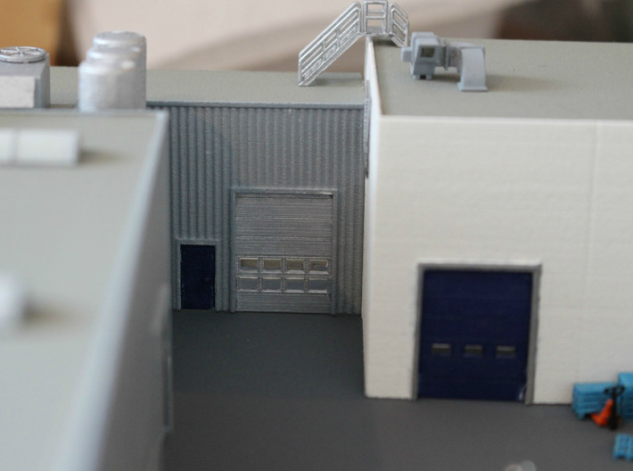 N Scale Overhead Door 3pc 3d printed On th eright you see this type of door with a slightly different door frame.