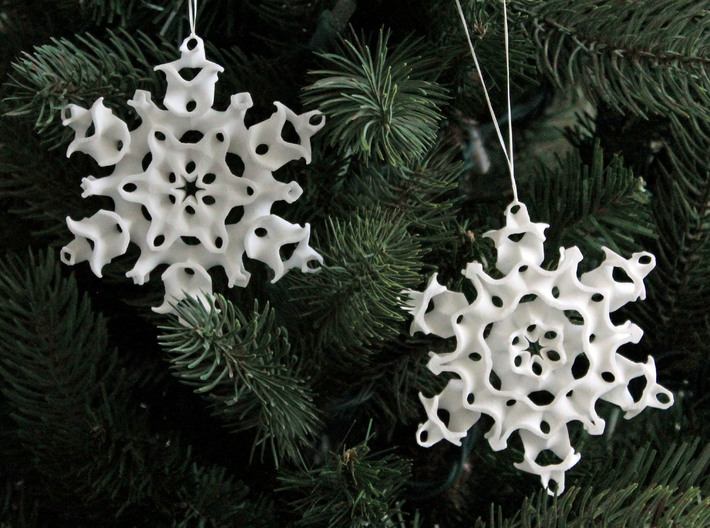 Gyroid Snowflake Ornament 1 3d printed The front and back sides are different