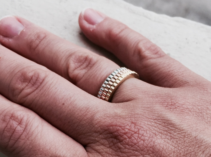 Ingranaggi Ring - XS, S, M, L, XL 3d printed Only for Photo purposes 3 rings are shown: 3 Gold, Rose, Rhodium Plated