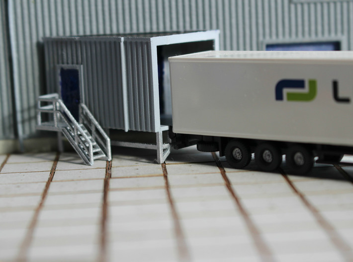 N Angular Loading Dock Left +stairs 3d printed Painted model with truck