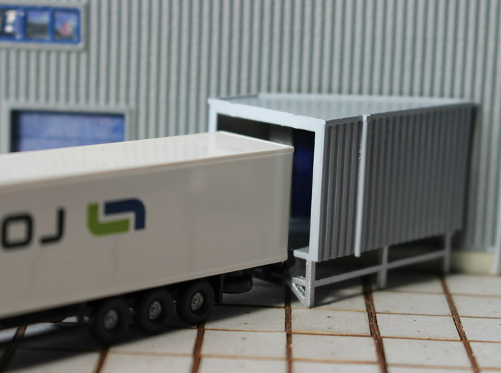 N Angular Dockshelter Right w/ rear wall 3d printed Painted model with truck