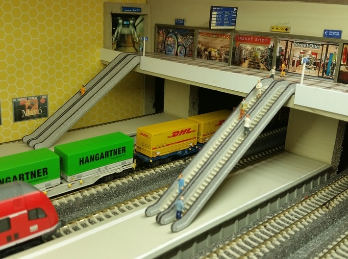 N Scale Escalator 54mm 3d printed Painted escalators in a U-Bahn station. Thanks for the picture Gordon!