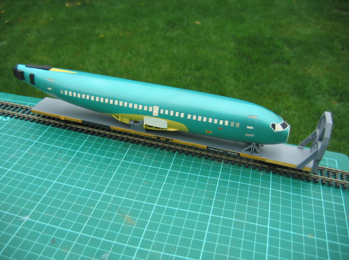 HO 1/87 Boeing 737-400 Fuselage 3d printed Still a work-in-progress. The fuselage is mounted on a modified Accurail 89' TOFC car, with my Boeing Icebreaker & Cradles.