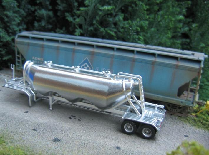HO 1/87 Dry Bulk Trailer 11 - Heil 1040 Superjet 3d printed My own model of the 1040, but finished in Alclad 2 Chrome paint. The 'powdery' WSF material requires some effort to get a smooth finish.