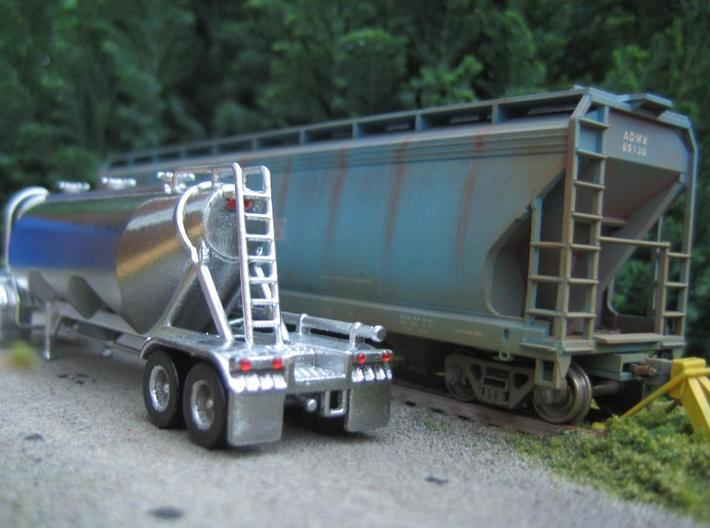 HO 1/87 Dry Bulk Trailer 11 - Heil 1040 Superjet 3d printed I used an auto-paint, filler/primer & sanded it smooth with wet & dry paper. The tail lights are 1mm diameter 'jewels'.