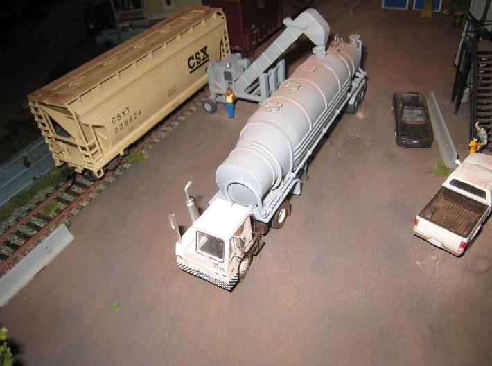 HO 1/87 Conveyor Unloader - Rail Hoppers/Road tank 3d printed Note the modified hatch on one of my dry bulk trailers, positioned so the unloader can fill the tanker.