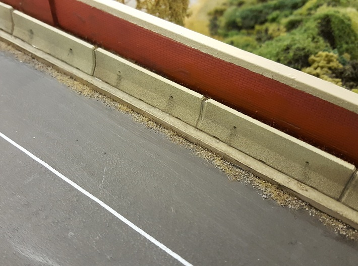OO Scale Concrete Motorway Barrier 4m long 3d printed Row of concrete barriers