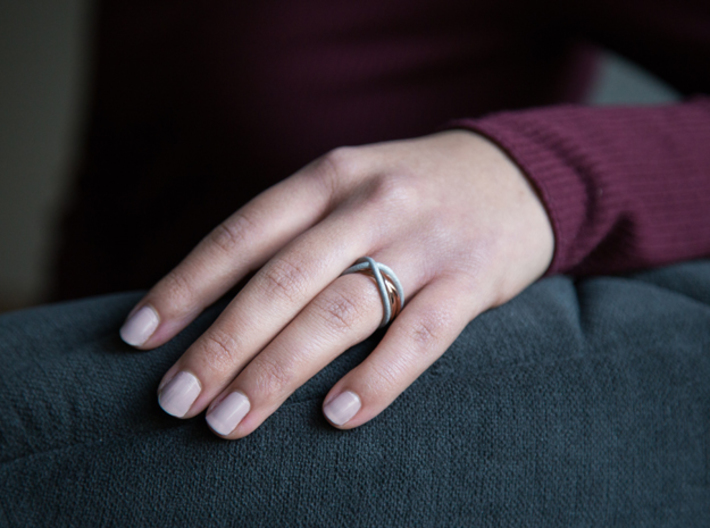 rollercoaster - internal ring 3d printed pictured material: raw aluminium and rose gold plated