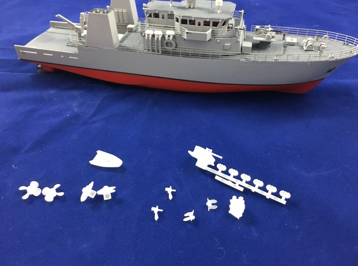 HMCS Kingston, Details 2 of 2 (1:200, RC) 3d printed all details (as part of this set of printed parts)