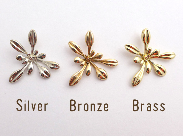 Small Arabidopsis Rosette Pendant 3d printed comparison between silver, bronze and brass