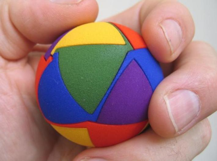 Exploding Ball 5cm 3d printed A ball with pieces 5 different colors.