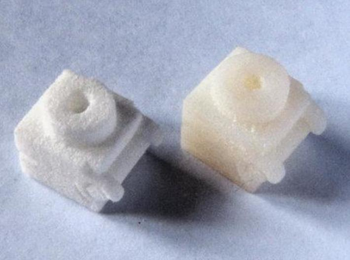 Bisagra 1 3d printed White Strong & Flexible (left), White Detail (right)