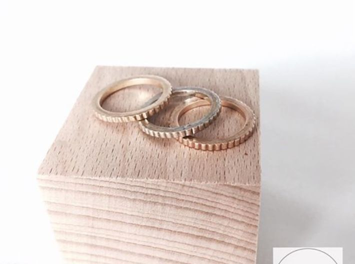 Ingranaggi Ring M/L 18mm 3d printed Only for Photo purposes 3 rings are shown: Gold Yellow, Rose & Rhodium Plated